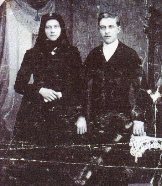 DIe Firmengründer Katharina und Johann Schmidt im Jahre 1918