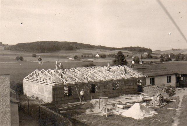 Erweiterung des Firmen- und Wohngebäudes in den 50er Jahren, Mathias Schmidt GmbH in Triftern