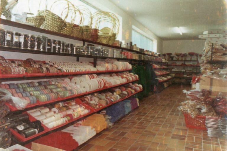 Modernisierung der Verkaufsräume im Jahre 1978, Bänder in den Regalen, Mathias Schmidt GmbH in Triftern