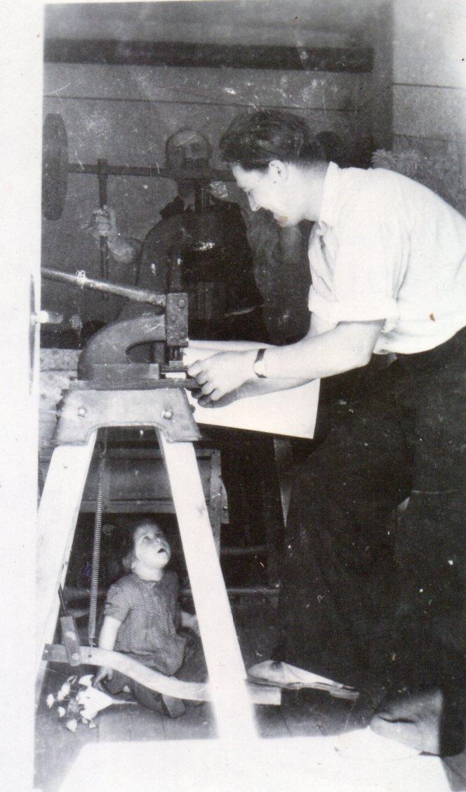 Herstellung von Wachsblumen im Jahre 1953, Mathias Schmidt GmbH in Triftern