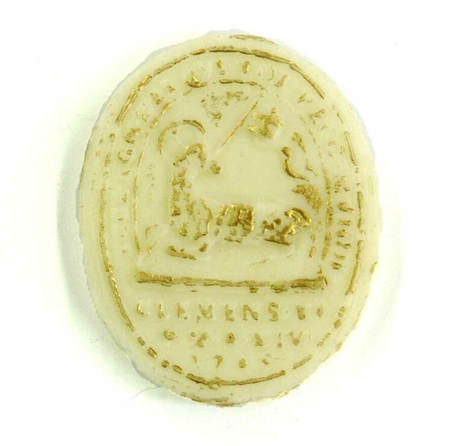 Medaillion mit Lamm Gottes aus elfenbeinfarbenen Wachs
