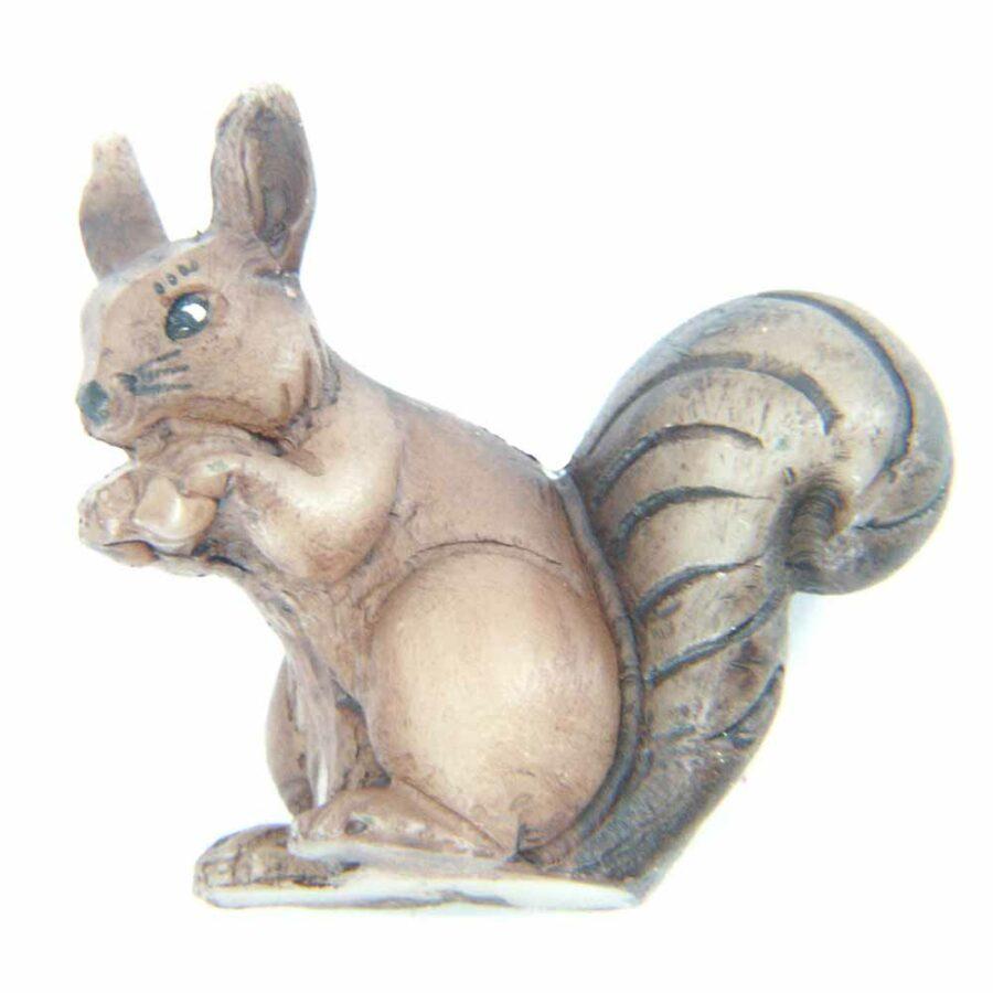 sitzendes Eichhörnchen in handbemaltem Wachs