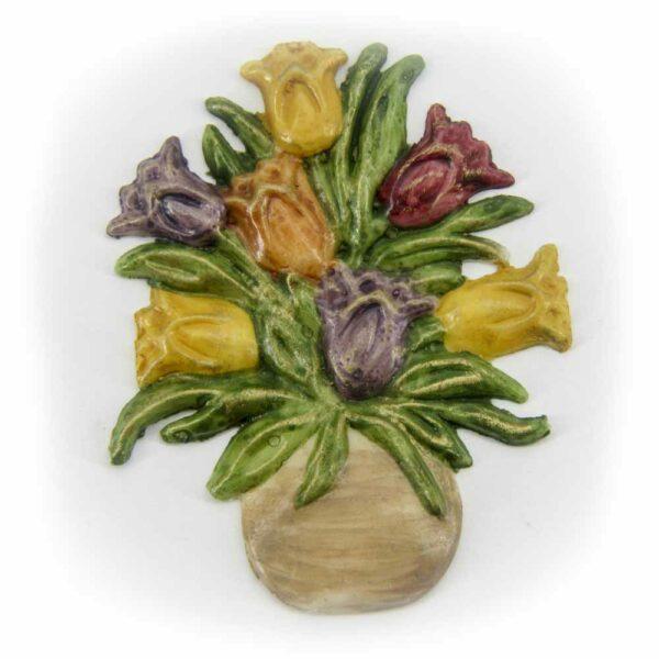 Tulpenstrauß in der Vase aus Wachs für Klosterarbeiten