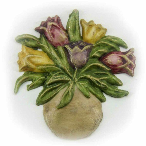 Tulpenstrauß in der Vase aus Wachs bunt bemalt