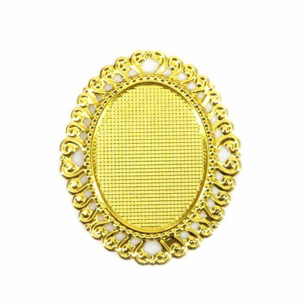 Metallornament in gold mit filigranem Rand für Klosterarbeiten