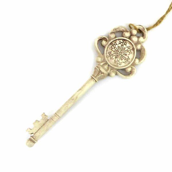 Schlüssel in antikweiss in barocker Ausführung für Klosterarbeiten