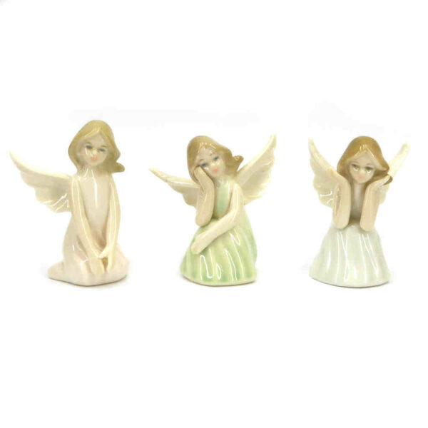 Porzellan-Engel in kniend für Klosterarbeiten